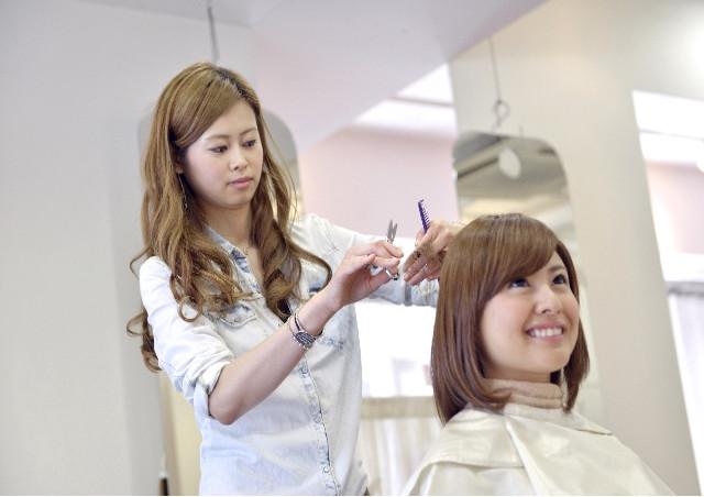 美容院を円町の駅周辺でお探しならボトムズアップへ~カット・カラー・トリートメント・パーマなどのメニューをご用意~
